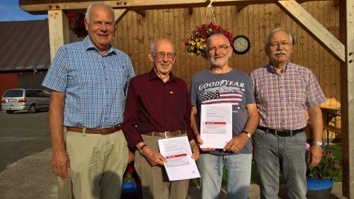 von links nach rechts:  Friedel Snethkamp (Sängerkreis Nordwestfalen)  Karl-Heinz Kellner (70 Jahre Sänger), Konrad Sacher (60 Jahre Sänger), Alfred Berkenheide (Vereinsvorsitzender)